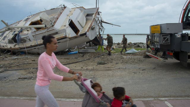 Orient Bay, St. Martin: María se mueve lentamente en dirección hacia noroeste y se espera que para la tarde del jueves pase por República Dominicana y continúe en dirección hacia Bahamas