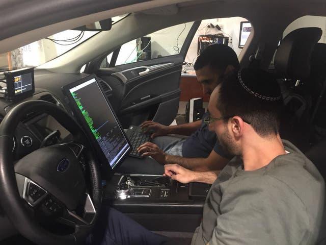 Los ingenieros de Mobileye preparan los autos eléctricos de marcas como BMW, Audi o VW