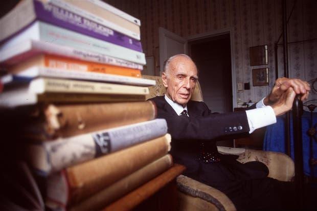 Adolfo Bioy Casares, en su casa, en 1999, el mismo año de su muerte