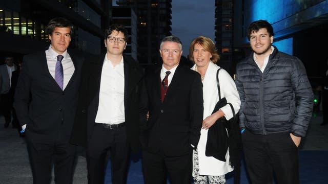 Julio Saguier en familia, con su mujer y sus hijos. Foto: LA NACION