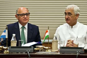 El canciller Héctor Timerman junto a su par Indio Salman Khurshid en las Naciones Unidas