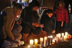 Las vigilias se sucedieron desde anteayer, poco después de que la masacre quebrara para siempre la armonía de Newtown