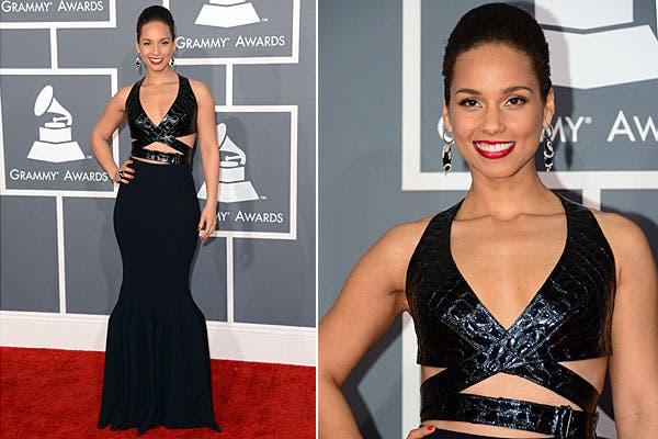 ¿Qué te parece el vestido de Alicia Keyes? En negro y con recortes en la cintura. Foto: AFP