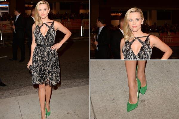 Reese Witherspoon con un vestido estampado en blanco y negro, de Jason Wu. Nos encantaron los stiletto color verde, claro que quizá combinados con otro outfit. Foto: www.becauseiamfabulous.com