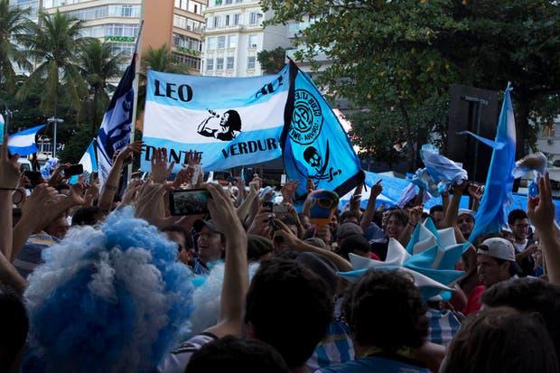 Un banderazo que pasó de ser una fiesta a un tenso momento con la policía brasileña