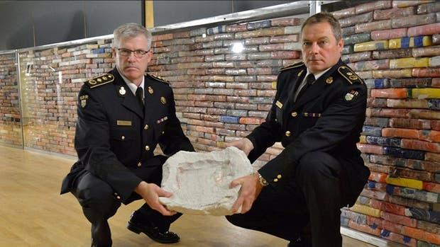 Los jefes de la policía de Ontario, la falsa roca y la pared de ladrillos de cocaína