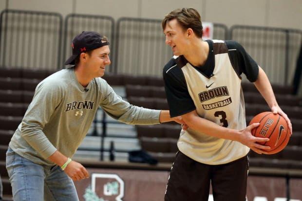 Spieth vs. Spieth; Jordan vs. Steven: el célebre golfista vendrá al país hacia fines de año para ver al nuevo jugador de Obras Basket