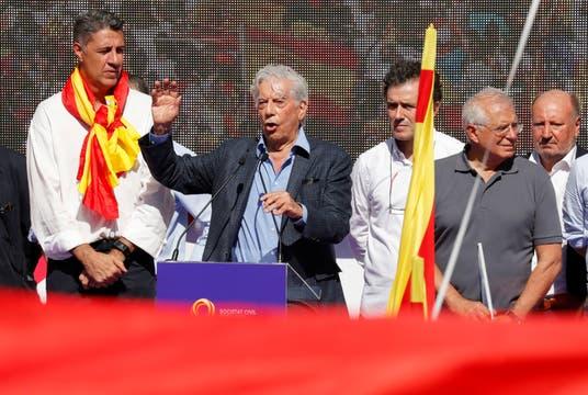 Mario Vargas Llosa fue uno de los oradores de la manifestación. Foto: Reuters