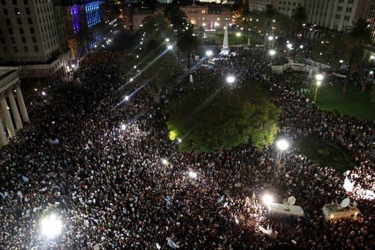 Capital Federal. Miles de personas se agruparon en los principales centros demográficos para manifestarte contra el Gobierno. Foto: DyN