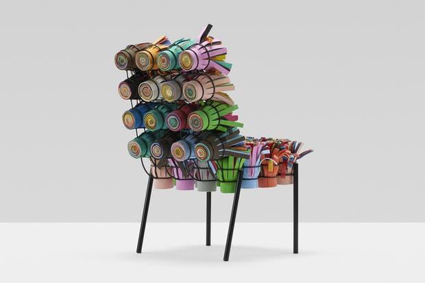 Sushi Chair, de Fernando y Humberto Campana: está confeccionada con tiras de plástico que se enrollan y se incorporan a una estructura de metal que componen el cuerpo de la silla.