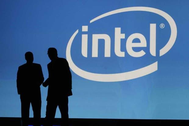 Intel, dominador en el mundo de las PC, enfrenta el avance de los dispositivos móviles, un mercado más competitivo con varios fabricantes de chips para celulares y tabletas
