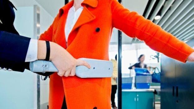 Las nuevas medidas podrían incluir breves entrevistas de seguridad con los pasajeros en el check-in o la puerta de embarque, dicen las aerolíneas.
