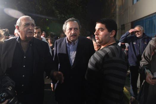 Ricardo Rodolfo Gil Lavedra y Ricardo Alfonsín hijo se acercaban ayer al velatorio de Sabato. Foto: LA NACION / Soledad Aznarez