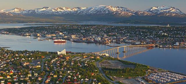 Sol a las 12 de la noche en Tromsø durante el verano