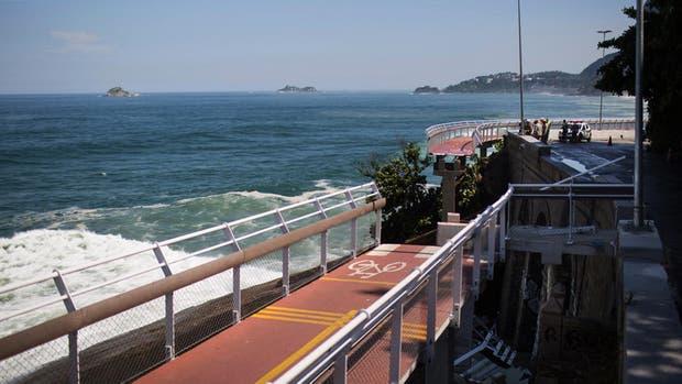 En abril de 2016, se desplomó una sección de la ciclovía elevada construida dentro de los proyectos para los Juegos Olímpicos de Río de Janeiro.