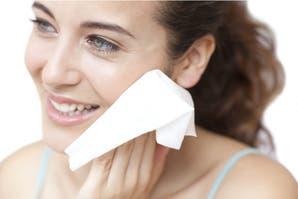 ¿Son seguras las toallitas faciales en la rutina de limpieza?