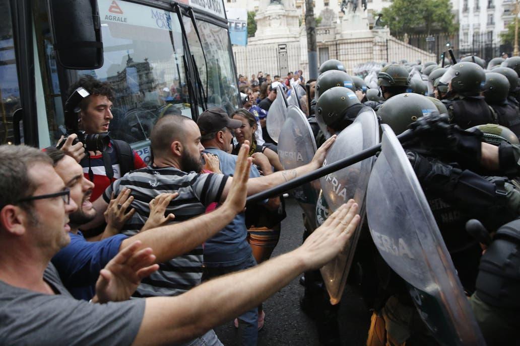Liberaron a dos militantes presos por los incidentes frente al Congreso