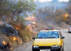 El fuego intimida en las sierras Ascochinga, en la provincia de Córdoba