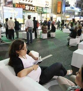 En plena avenida Corrientes, los lectores disfrutaron del placer de la lectura