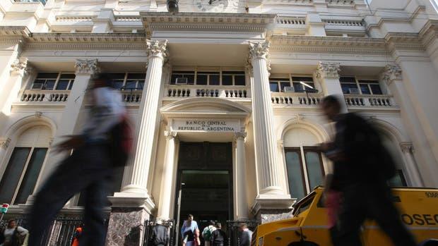 El BCRA dejó la tasa quieta, pero endureció más su política monetaria