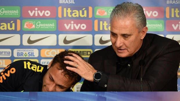 Las lágrimas de Neymar y el consuelo de Tite