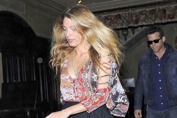 Blake Lively, siempre impecable, esta vez, con el pelo bastante despeinado. ¿Está corriendo?. Foto: Celebritieswonder.net