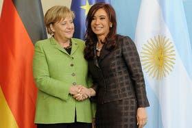 """El Gobierno ahora apunta contra Angela Merkel: """"Alemania siempre ha tenido una actitud hostil hacia la Argentina"""""""