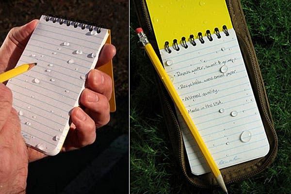 Y si necesitás salir a la calle y hacer anotaciones, ¡y justo está lloviendo!, nada mejor que este block resistente al agua. Foto: blessthisstuff.com