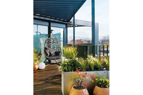 Si tenés una terraza podés jugar con muebles y crear ambientes. Foto: Gentileza Pinterest Victoria Díaz