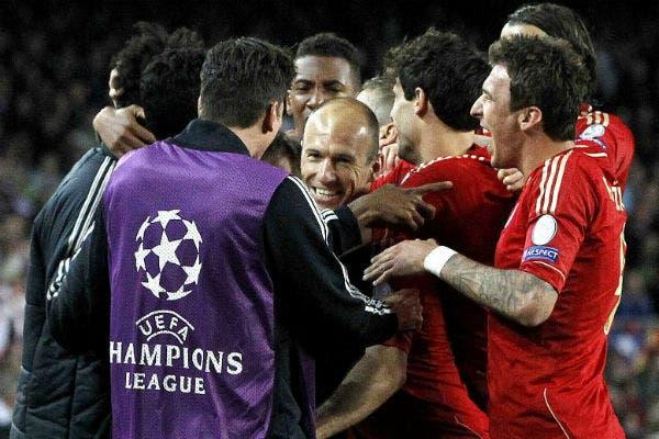 El abrazo de todo Bayern Munich, tras sentenciar la semifinal