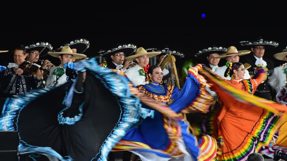 Los mexicanos despidieron al Papa con bailes típicos y trajes coloridos. Foto: AFP