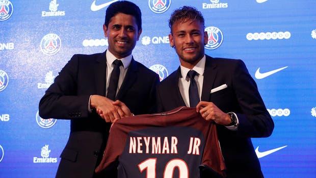 Neymar con su nueva camiseta: la número 10 de PSG