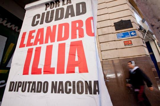 Tras el cierre de listas, los candidatos refuerzan su presencia en las calles con carteles. Foto: LA NACION / Ezequiel Muñoz