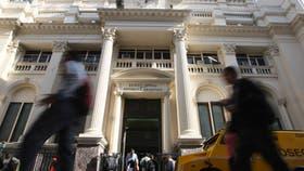 La fachada del Banco Central, en la city porteña