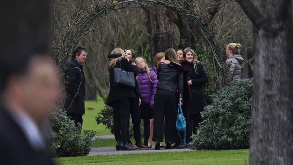 La Reina Máxima y sus hijas las Princesas Catharina-Amalia, Alexia y Ariane despiden los restos de Jorge Zorreguieta en el cementerio Memorial de Pilar. Foto: LA NACION / Fernando Massobrio