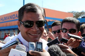 Rafael Correa habló con la prensa poco después de arribar a La Habana en un viaje relámpago