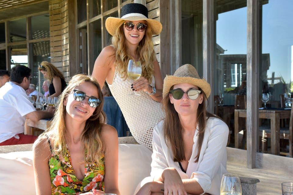 Alejandra Aime, Yanina Screpante y Agustina Maggio disfrutaron de un atardecer único en Punta del Este. Foto: OHLALÁ! /Gentileza Prensa