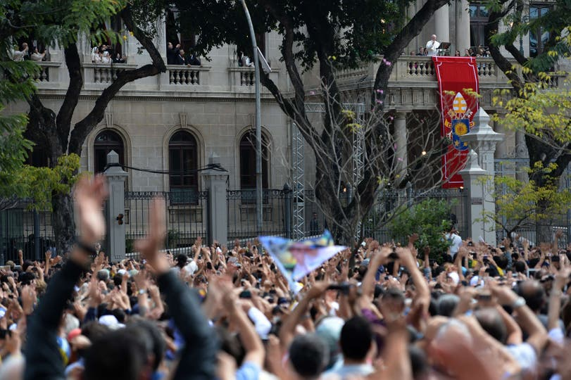 Sobre el balcón del palacio de San Joaquín, encabezó el rezo de Ángelus Domini. Foto: AFP