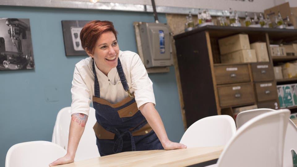 Después de ganar el reality show Due?os de la Cocina, Camila Pérez abrió su restaurante en Colegiales