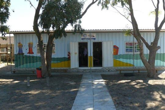 Una escuela primaria en Meadowridge que utiliza un container reciclado.