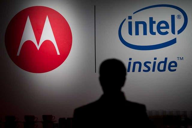 Intel estableció una alianza con Motorola y Lenovo, entre otros fabricantes, para impulsar una línea de celulares con procesadores Atom de bajo consumo
