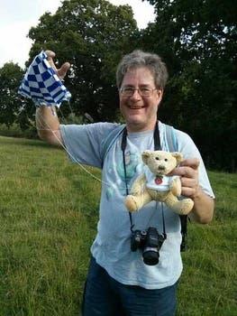 Dave Akerman, el creador del proyecto, tras recuperar a Babbage. Foto: Gentileza @daveake