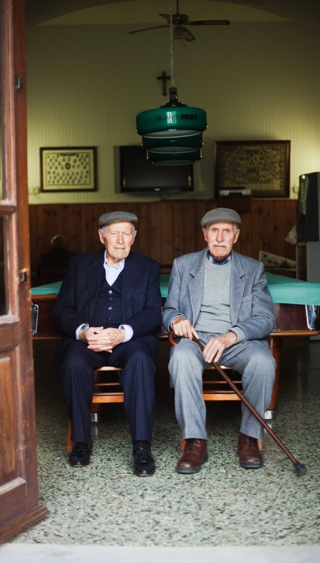 Habitados solo por personas mayores, miles de municipios tienden a desaparecer