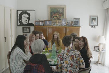 The Cerati family in the house of Lilian Clark, in the home where the Gustavo adolescent's room is preserved