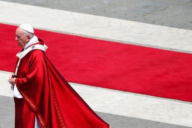 """El Papa, en la misa de Pentecostés: """"Del nido a la secta no hay más que un paso"""""""