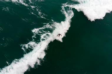 Vista aérea del equipo Peruano de surf entrenando en Punta Rocas