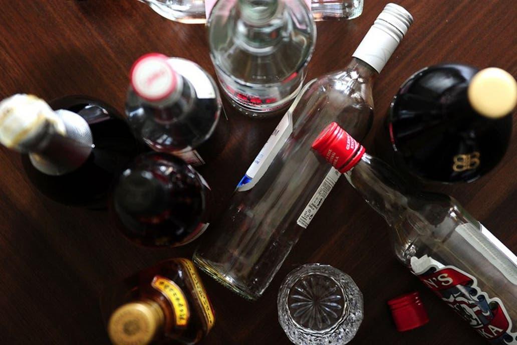 Según toxicólogos y nuevos estudios, enmascaran los efectos de las bebidas alcohólicas y prolongan la resaca; las ventas crecen en todo el mundo; algunos países los prohíben para menores de 18 años