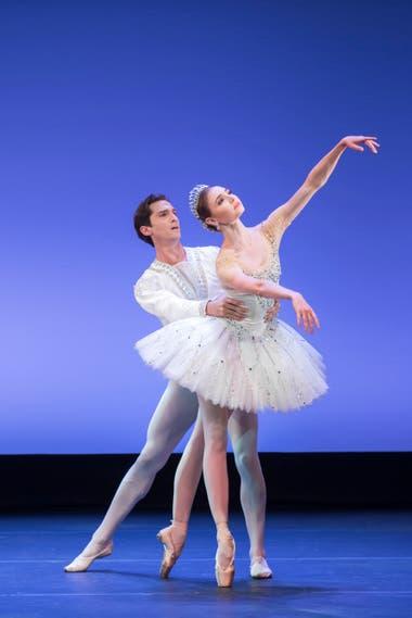 Escena de Diamantes, una joya de Balanchine que se estrenó en Chile