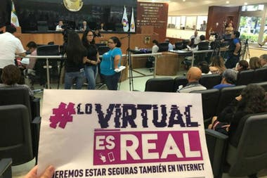 Olimpia Coral asegura que aunque la violencia suceda en Internet, afecta en la vida real a sus víctimas