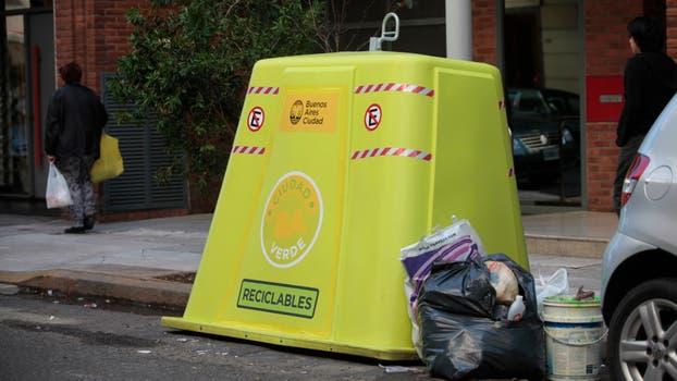 Las quejas por la falta de recolección de residuos y la limpieza o rotura de los contenedores persisten año tras año. Foto: Archivo / Soledad Aznarez